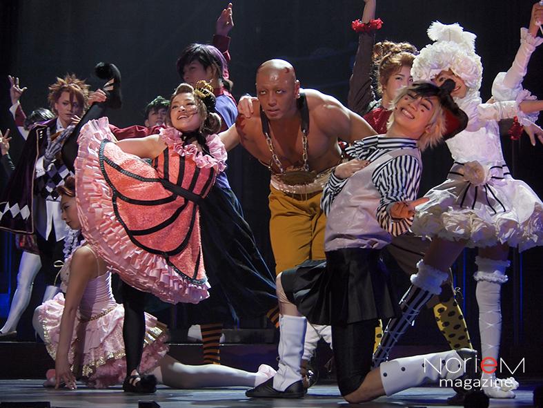 ミュージカルの舞台では益々見ごたえのあるサーカス団